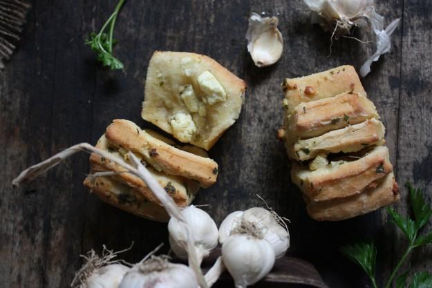 Domaćica kruh s češnjakom